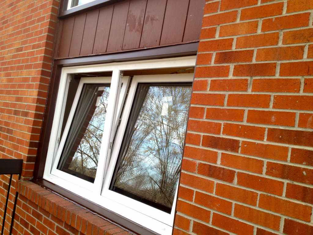 Gallery of tilt and turn windows installations in toronto for Window replacement quote
